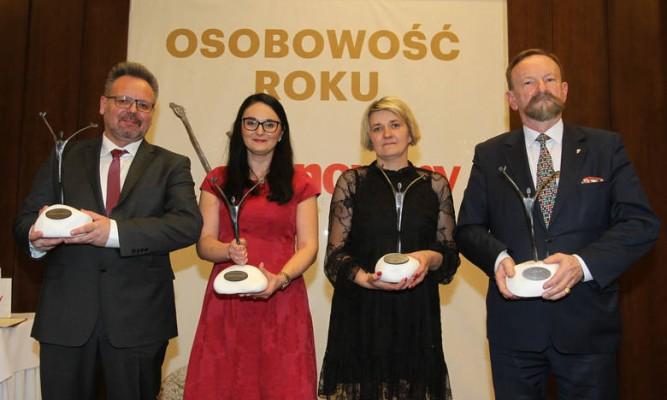 """Laureaci Plebiscytu """"Osobowość Roku druga od prawej Marlena Golenia, a obok żona Pawła Górskiego: fot. nowiny"""