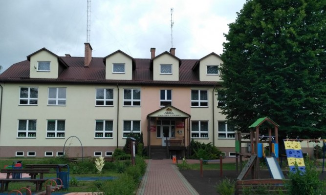 Szkoła Podstawowa w Łukawicy fot. https://www.facebook.com/Szko%C5%82a-Podstawowa-w-%C5%81ukawicy-139786292779804