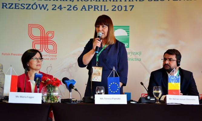 Teresa Pamuła Dyrektor POR ARiMR prowadzi konferencje prasową fot. zlubaczowa.pl