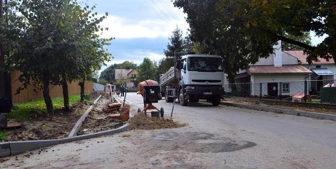Na ulicy Spokojnej remontowane są chodniki