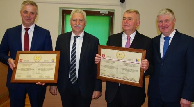 Od lewej przewodniczący RM w Cieszanowie Adam Zaborniak, Laszló Bogó - Burmistrz Diósdu od 2014 roku zasłużony, honorowy obywatel Geza Speth i burmistrz Cieszanowa Zdzisław Zadworny