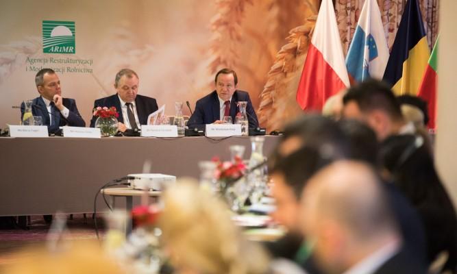Fot. od lewej: Prezes ARiMR Dariusz Golec, Wiceminister Rolnictwa Ryszard Zarudzki,                  Marszałek Województwa Podkarpackiego Władysław Ortyl