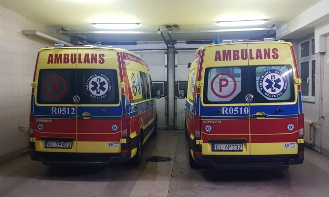Dwie nowe karetki - jedna dostarczona w sierpniu w 2019 roku oraz najnowszy nabytek ratowników z Lubaczowa fot. WSPR w Przemyślu