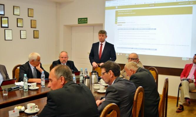 Nasza opinia jako komisji jest taka, że bez straży też by było źle – mówił M. Małecki